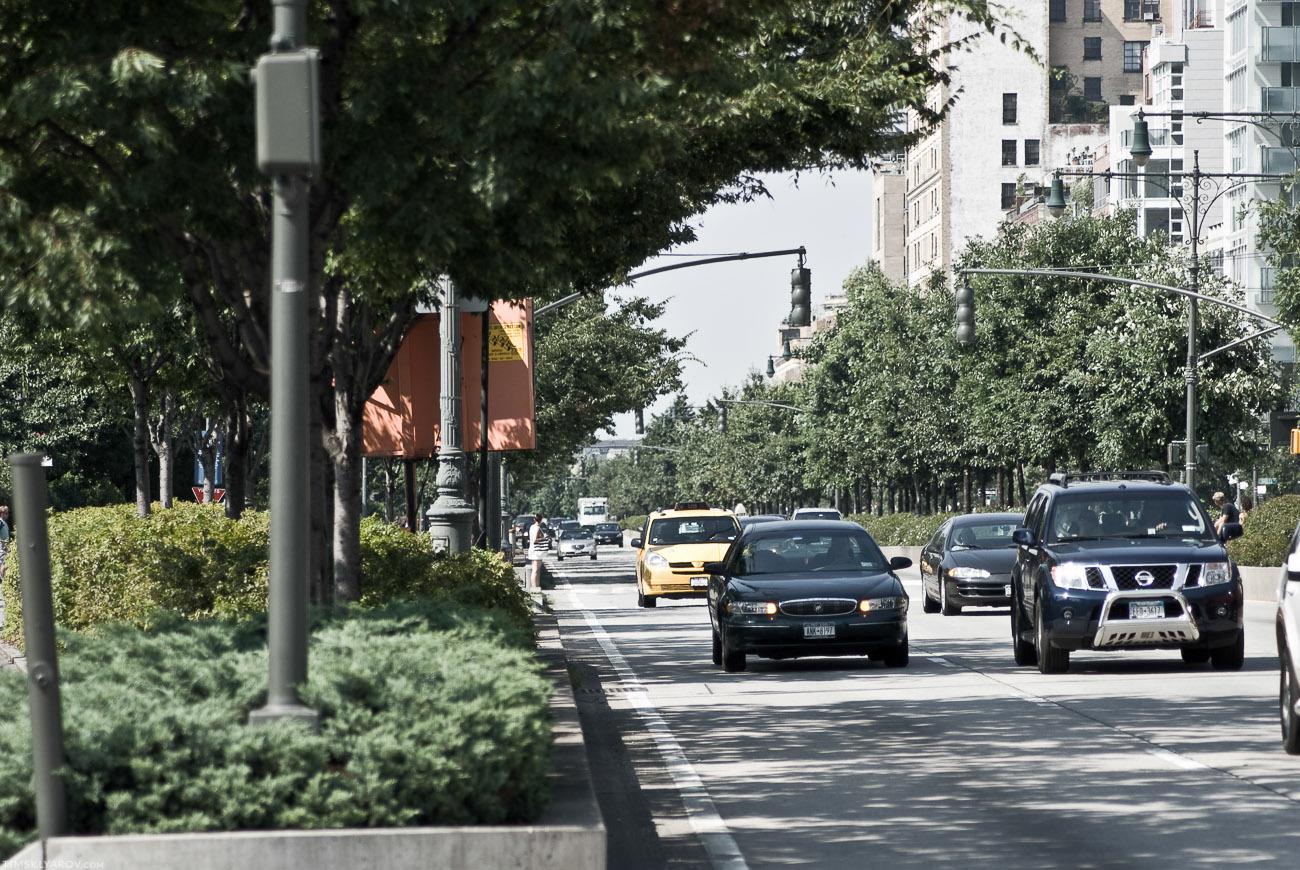 Кстати, многие думают что Нью-Йорк это каменные джунгли. Докладываю - это не так. Множество парков, красивые аллеи - это все там есть. Деревьев там больше чем леса в родной Эстонии.