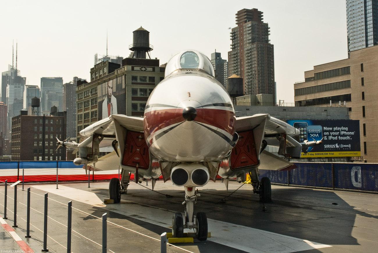 Это, вроде как, F14 Tomcat.