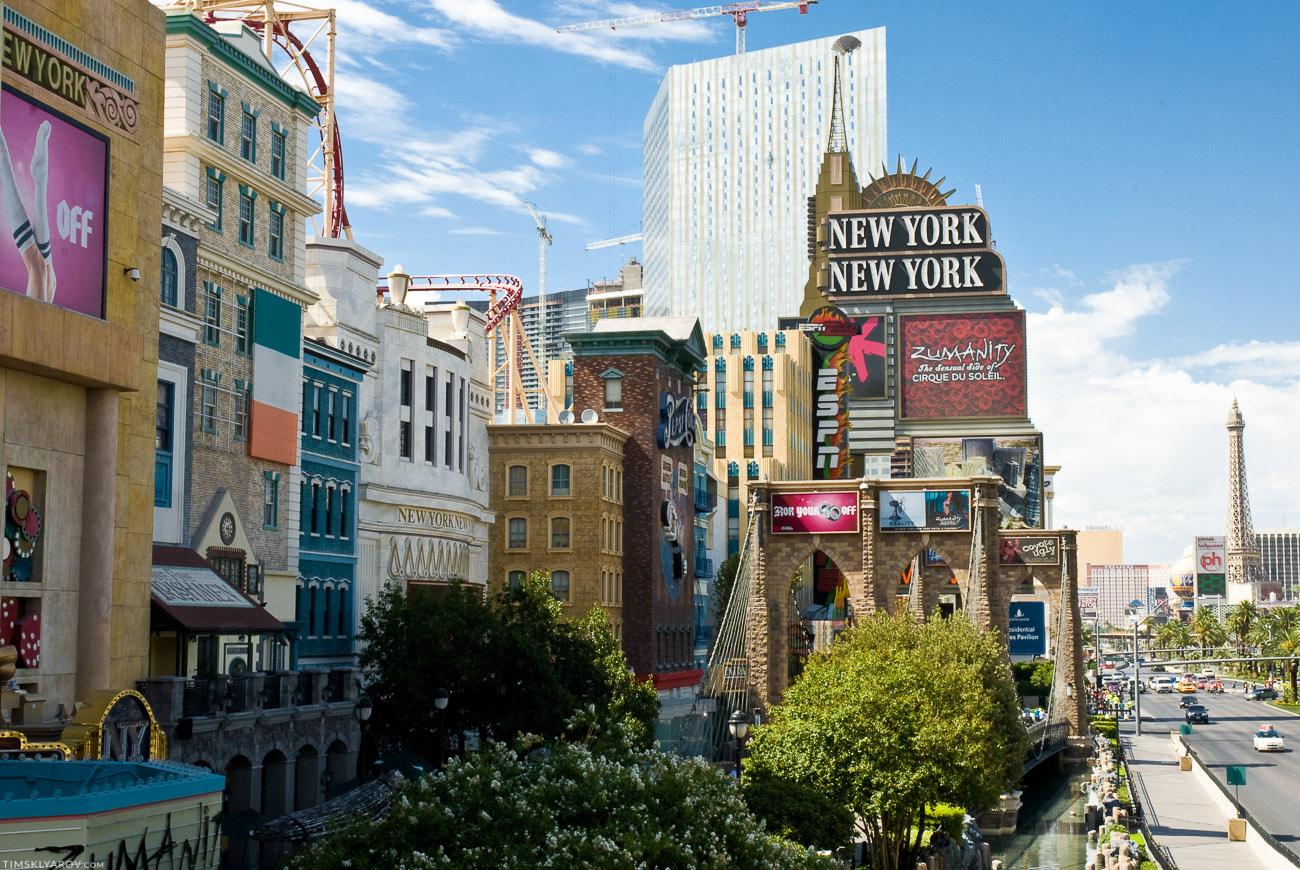 Рядом с отелем New York, New York нашлось место даже для Brooklyn Bridge'а.