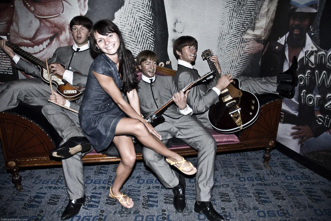 Зато, музей дает возможность, сфотографироваться например с какими-то неизвестными гитаристами.