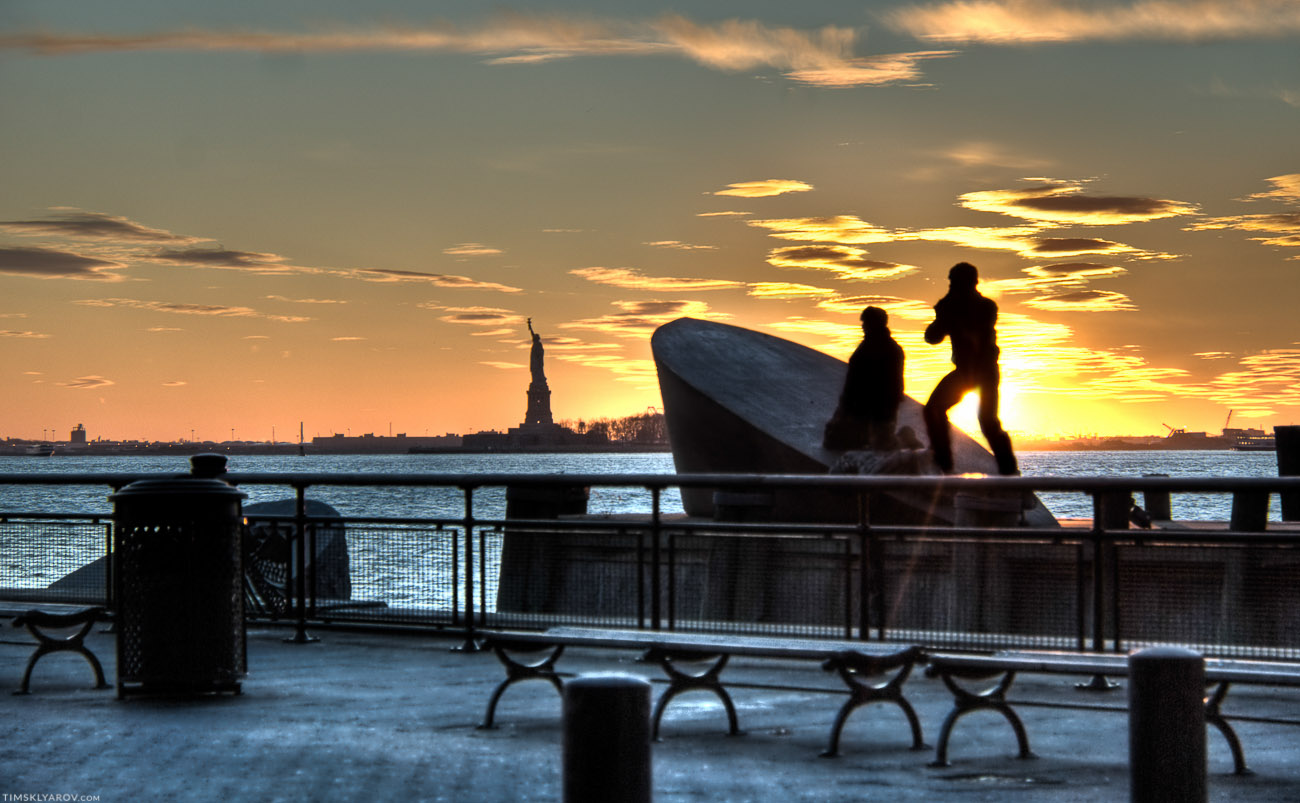 Раньше мы жили в холодной эстонии, в метрах так 800ста от моря. Честно говоря, как можно жить не у моря - я даже не знаю. Хотя Manhattan это остров, вода тут везде недалеко.