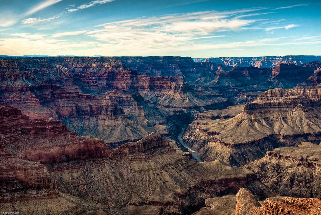 Внизу - пороги реки Колорадо.