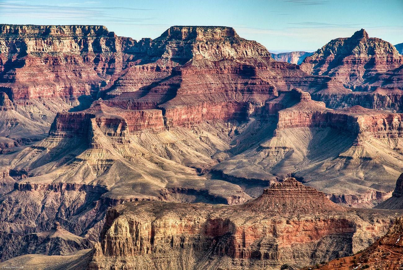 """Правда есть в зимнем посещении каньона и минус - холодно. Я думал это пустыня, широта египта если не ниже. Но нет, на солнце не более 10 градусов, в тени вообще холодно. Ночью - минусовая температура. Ну и плюс высота - Гранд Каньон это гора наоборот, и когда стоишь """"у подножья"""" это значит ты на вершине =))"""
