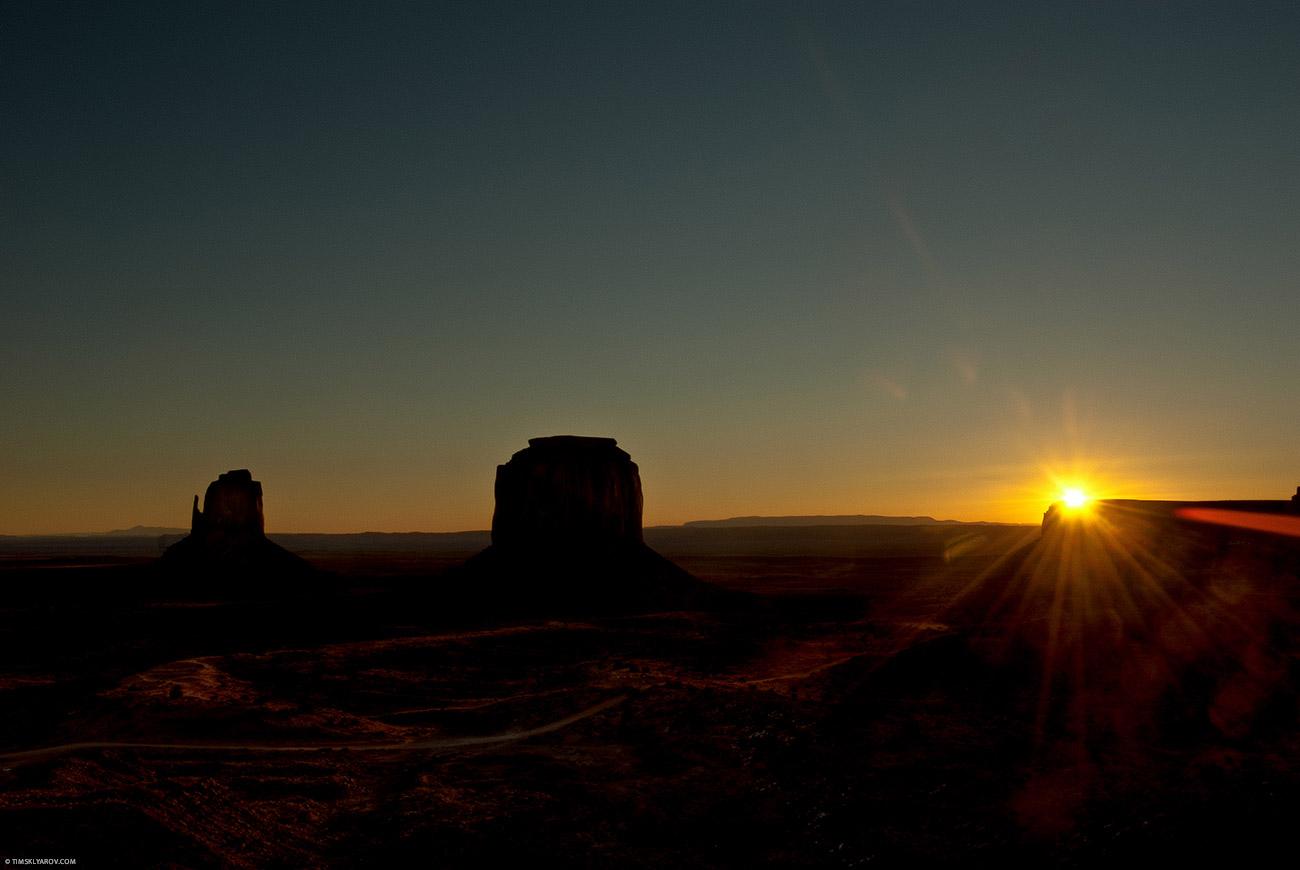 Солнце и пустынный пейзаж - ощущение, что там очень тепло. Нет, в момент съемки было -10.