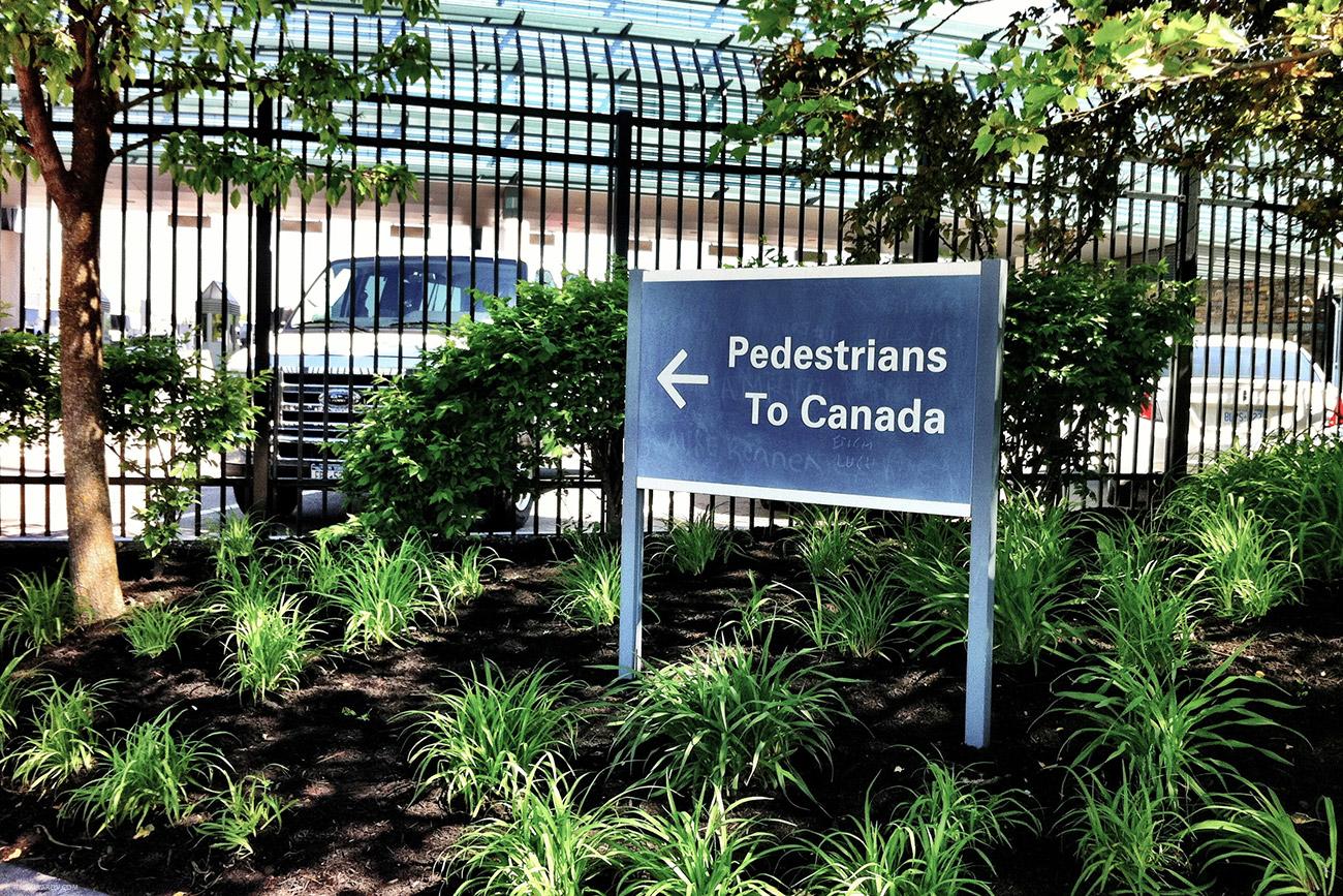 Там даже знак есть специальный для альтернативно устроенных - логово у них, оказывается, в канаде!