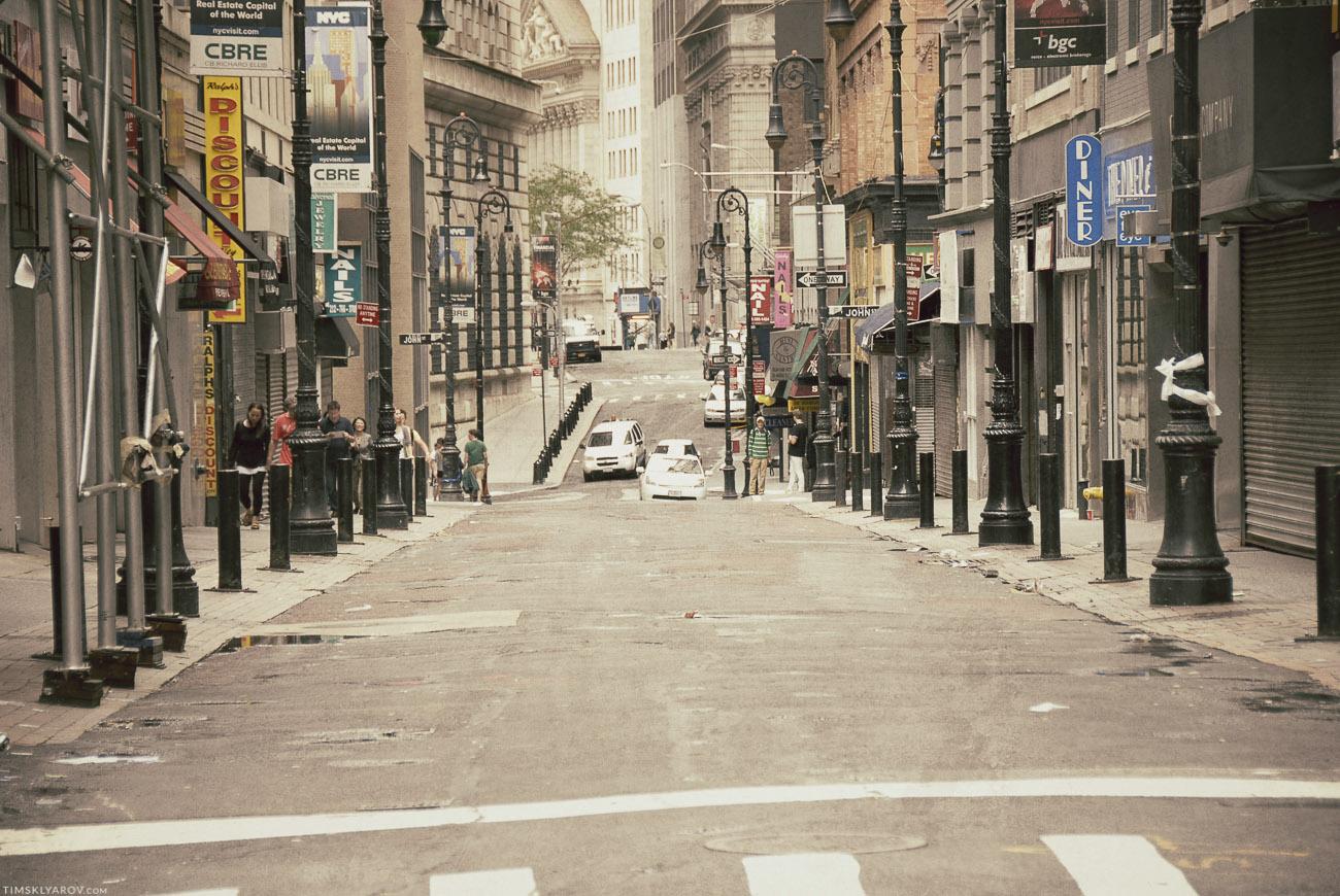 Город уничтожен, улицы пусты.