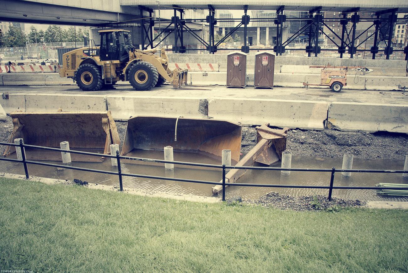 Уничтоженная штормом стройплощадка WTC.