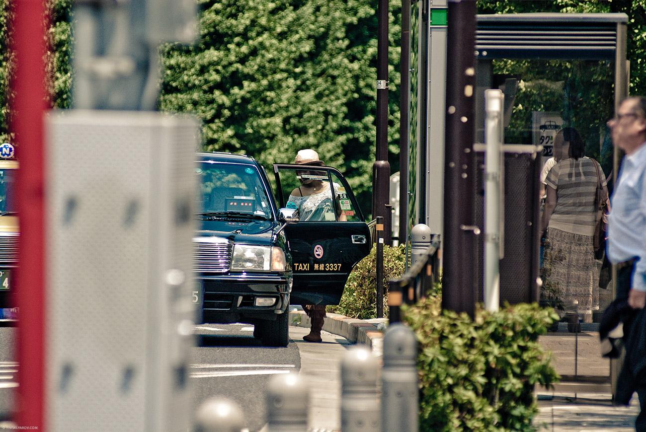 Такси - в японии самые таксисткие такси в мире. Подробнее расскажу в следующих постах.