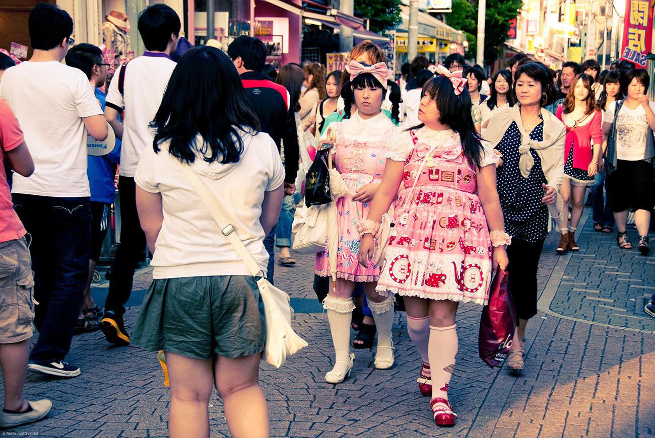 Или так. Плод сексуальных фантазий анимешников - японские школьницы.