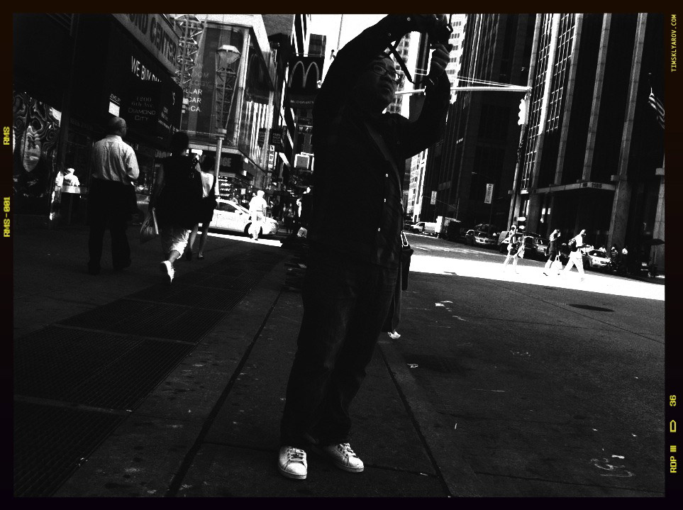 People-on-the-Streets-of-NYC_11