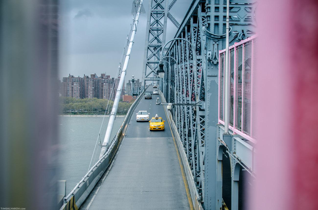 Такси - практически единственный доступный вид транспорта. Метро и автобусы стоят.