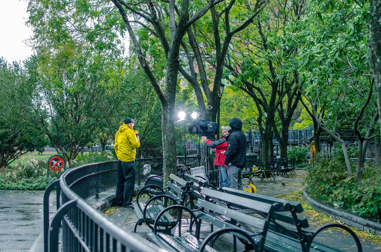 В любимом Battery Park - как обычно много съемочных групп. Этот парк низко у воды находится, стихия его не пожалела.