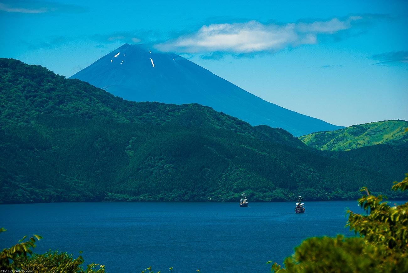 Фуджи-сан, пиратские корабли. Не, ну реально - чем не крутое место чтобы помереть? :-)