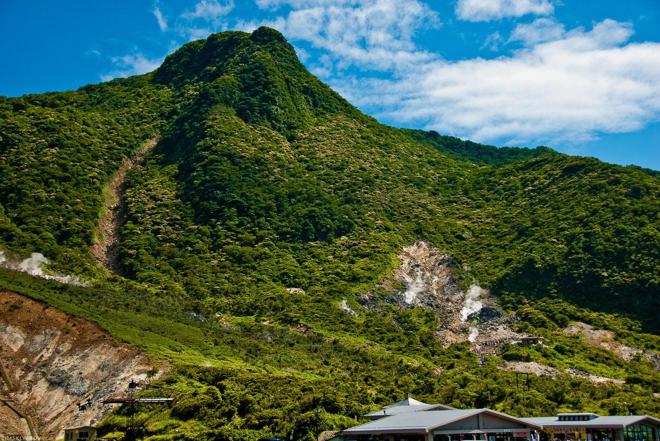 ..прямо к Ōwakudani - крайне пердячий вулкан. Пробило его причем не сверху, как любой нормальный вулкан, а снизу.