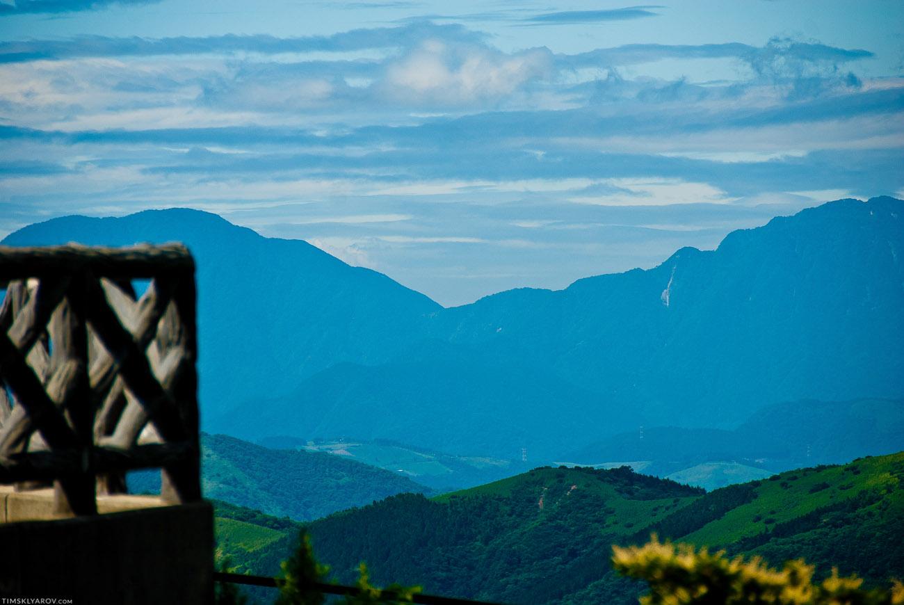 До горизонты - дикая природа, очень редко тронутая цивилизацией.
