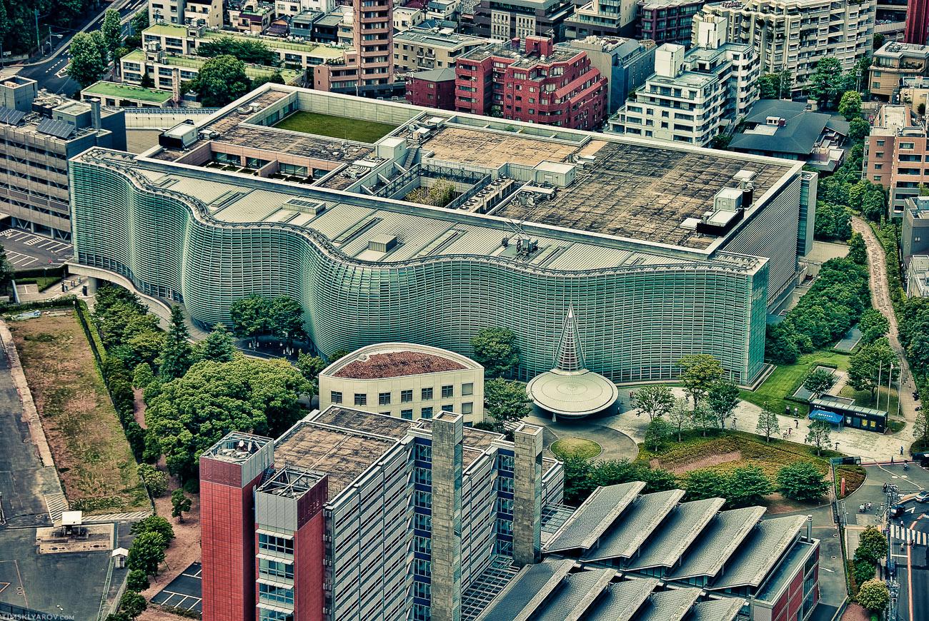 Современная японская архитектура - ну как везде все: бетон, стекло.