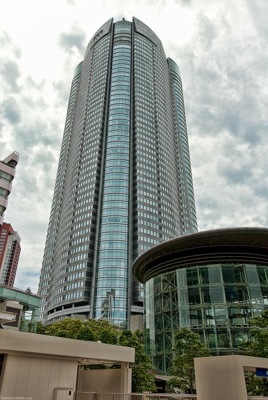 Сам Mori Tower со стороны.