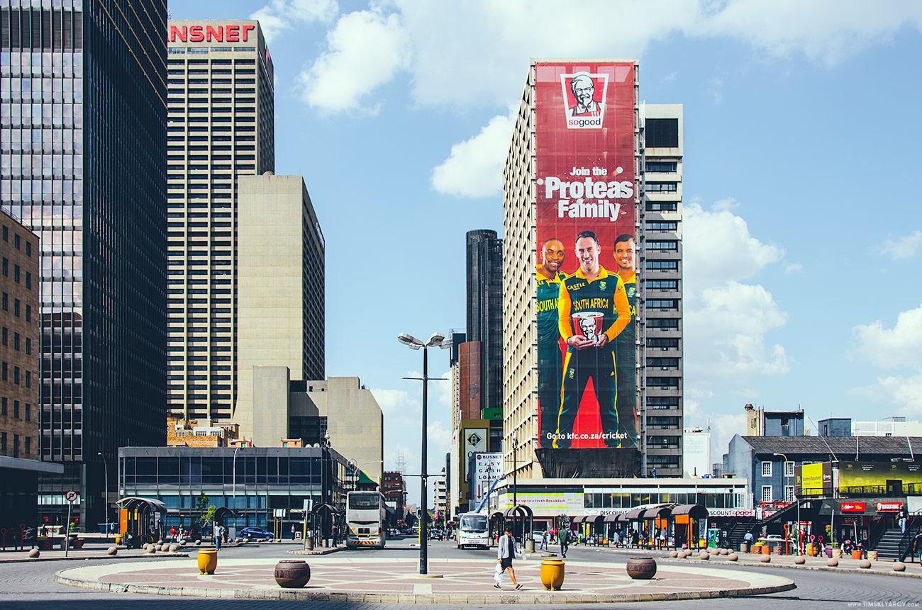 В городе я был на Пасху. К этому празднику южноафриканцы относятся серьёзно, наверное, поэтому злые бандиты не торопились меня грабить и убивать.